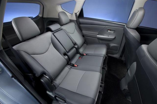 Интерьер Toyota Prius V